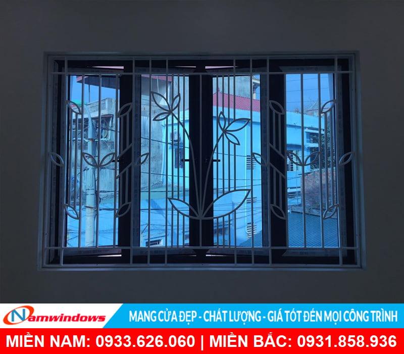 Khung bảo vệ cửa sổ bằng sắt trang trí