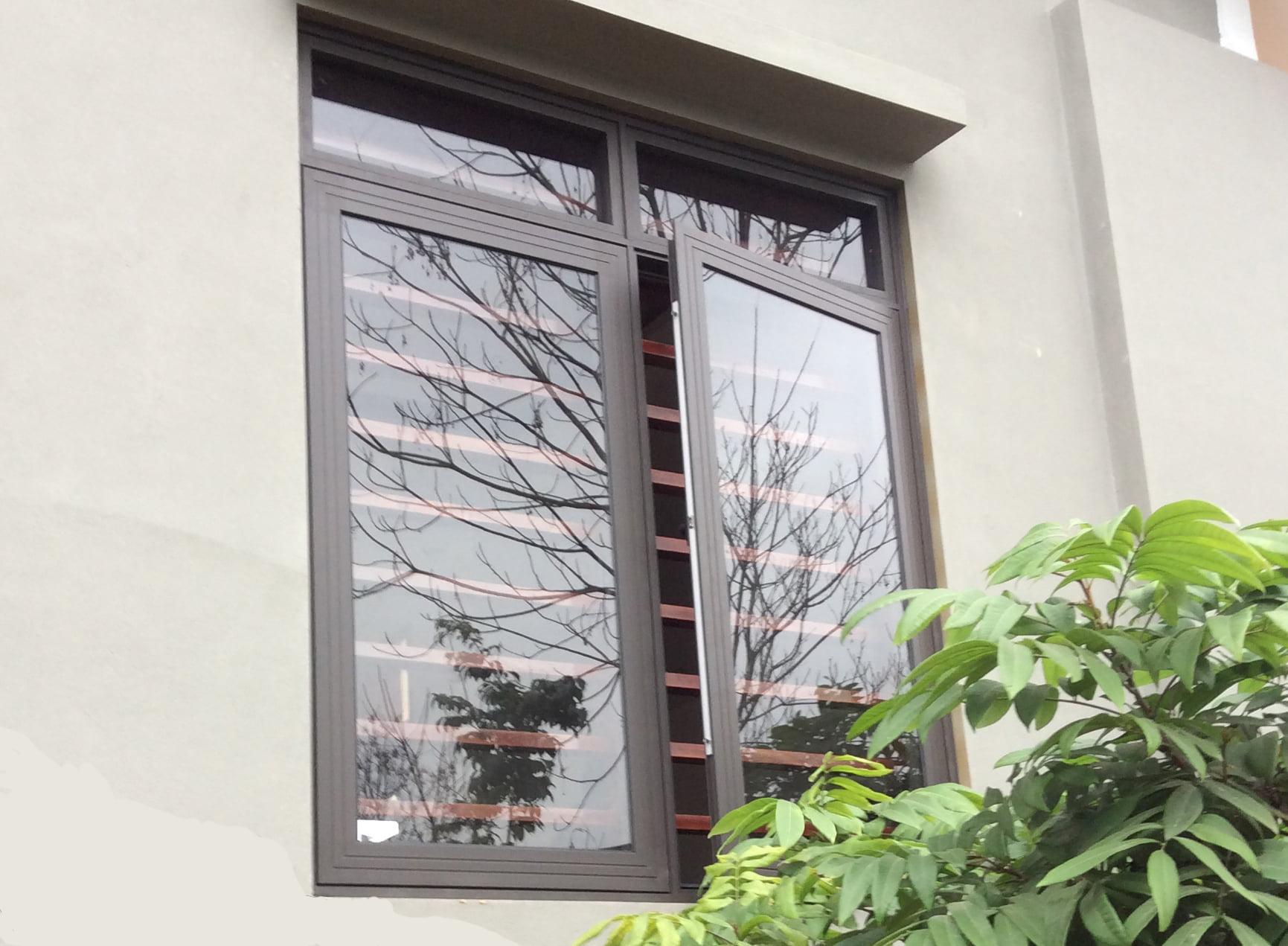 cửa sổ mở quay 2 cánh