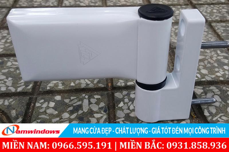 Hình ảnh một loại bản lề cửa nhựa uPVC hãng phụ kiện GQ