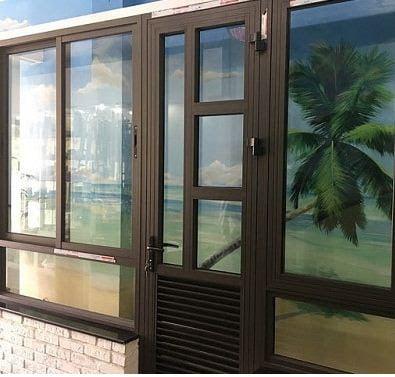Cửa nhôm Xingfa cửa đi kết hợp cửa sổ Xingfa, màu nâu - màu cafe