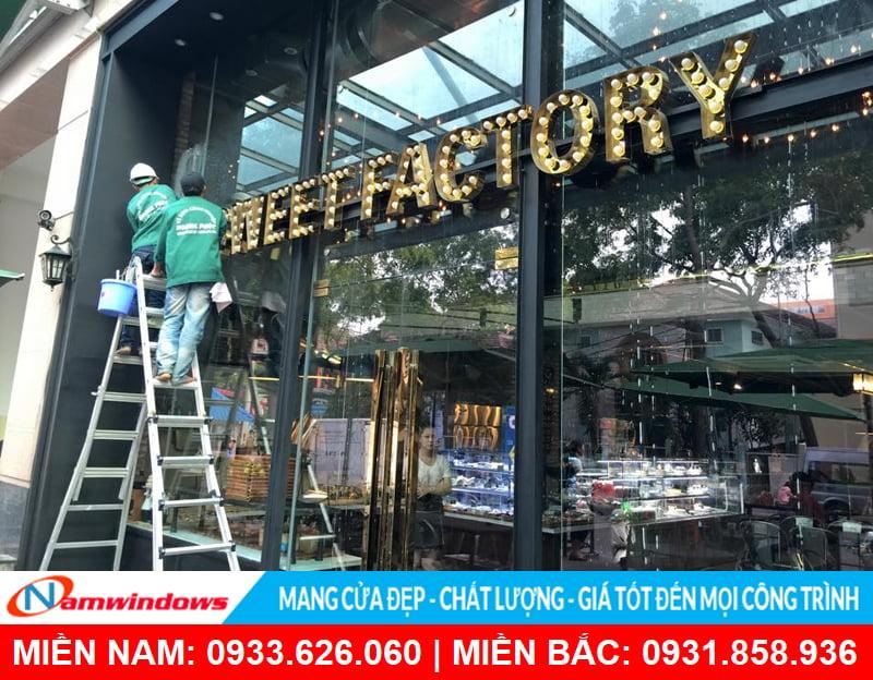Cửa kính khung nhôm cho quán ăn, hàng quán, bar, pub
