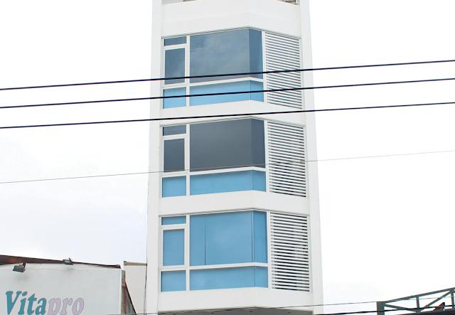Hình ảnh vách kính nhôm xingfa và lam của công trình Bình Thạnh.