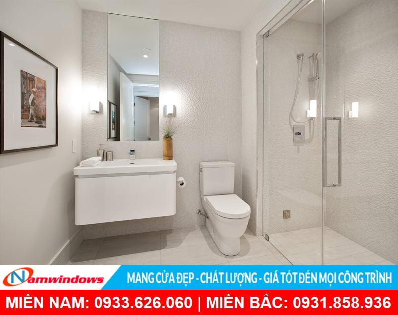 Phòng tắm kính cường lực 180 độ