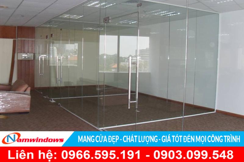 Mẫu cửa bàn lề sàn đi kèm vách ngăn phòng cho văn phòng
