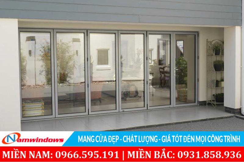 Mẫu cửa chính thích hợp cho sảnh, hay những căn hộ cao cấp có cửa lớn hướng ra biển
