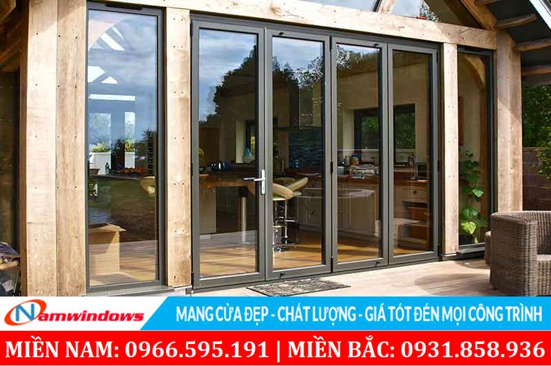 Cửa nhôm cao cấp cũng thích hợp cho nhà làm bằng gỗ