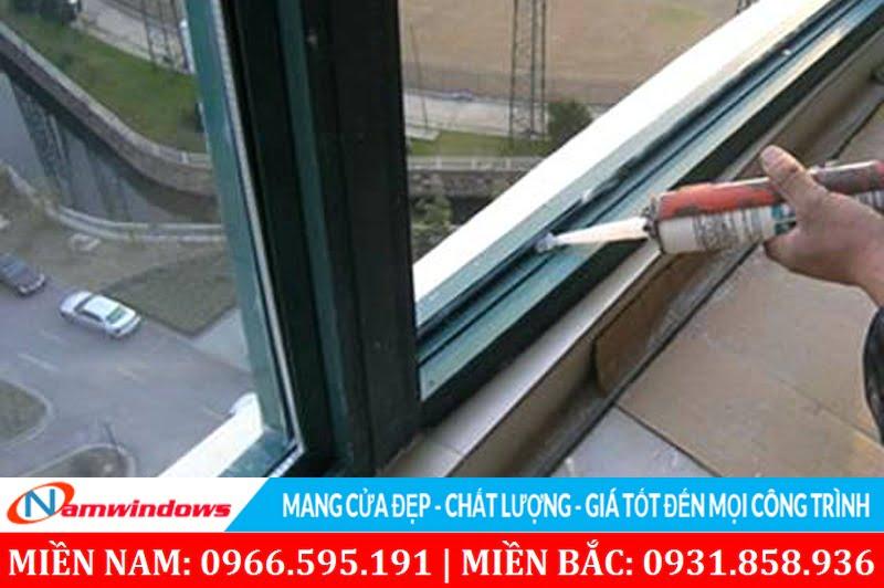 Liên kết cánh với kính bằng keo silicon là phương pháp tăng cường độ chắc chắn và an toàn