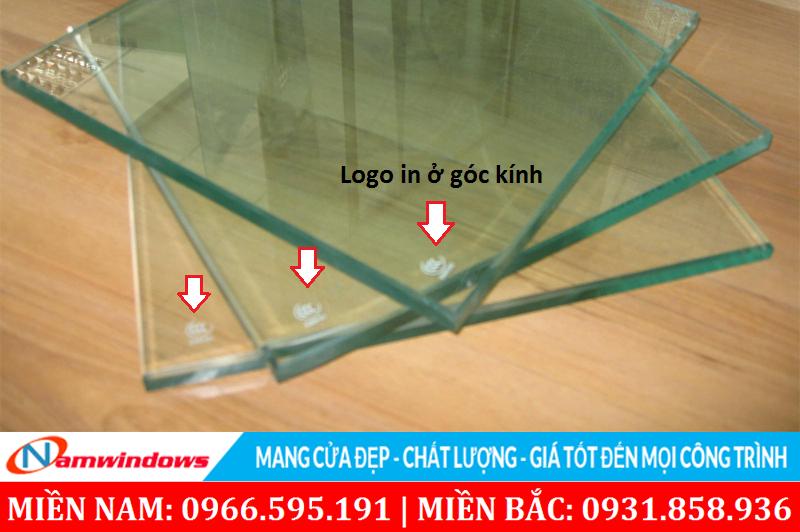 Phân biệt kính cường lực dựa trên phần tem in ở các góc kính