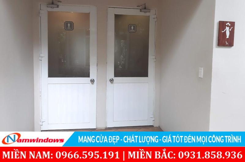 Hình ảnh cửa nhôm nhà vệ sinh hệ 1000