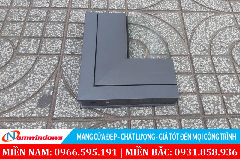 Hình ảnh một góc mẫu cửa nhôm nhà vệ sinh hệ tiêu chuẩn nhãn hiệu Savio