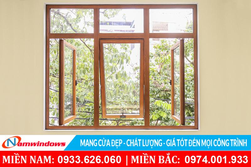 Cửa sổ hất bằng nhôm Xingfa vân gỗ