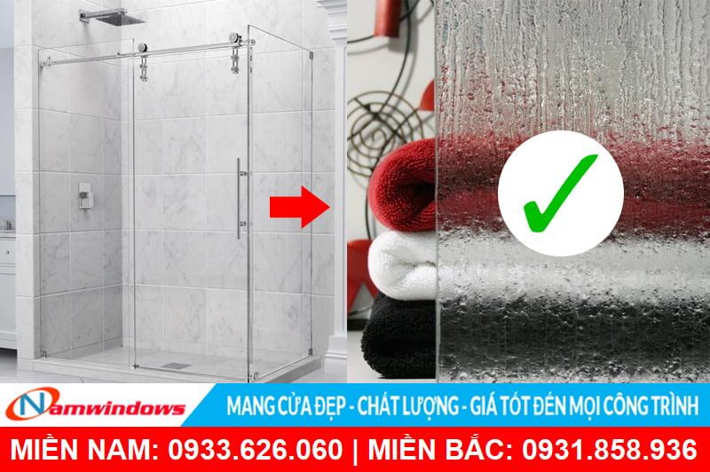 Cửa kính phòng tắm giúp vật dụng khác được khô ráo, không ẩm ướt