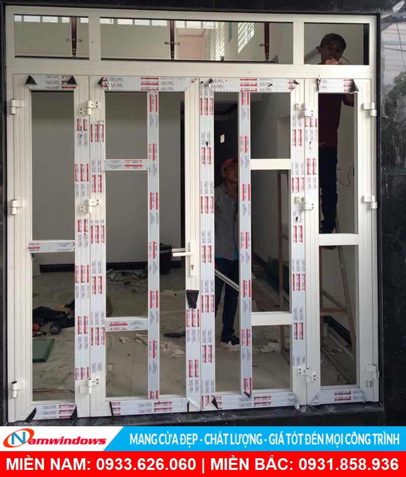 Mẫu cửa đi 4 cánh xingfa chia ô an toàn cho cửa chính