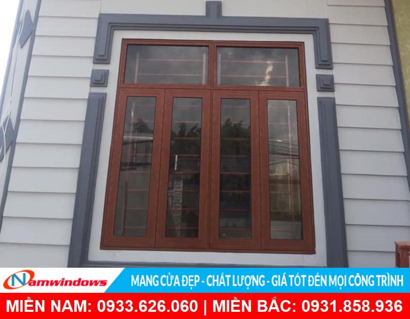 Mẫu cửa sổ mở quay 4 cánh giả gỗ có fix