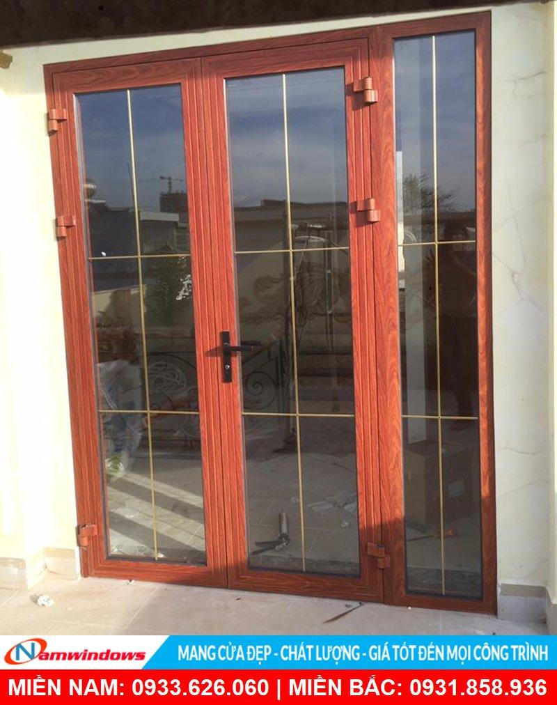 Mẫu cửa đi 2 cánh xingfa vân gỗ