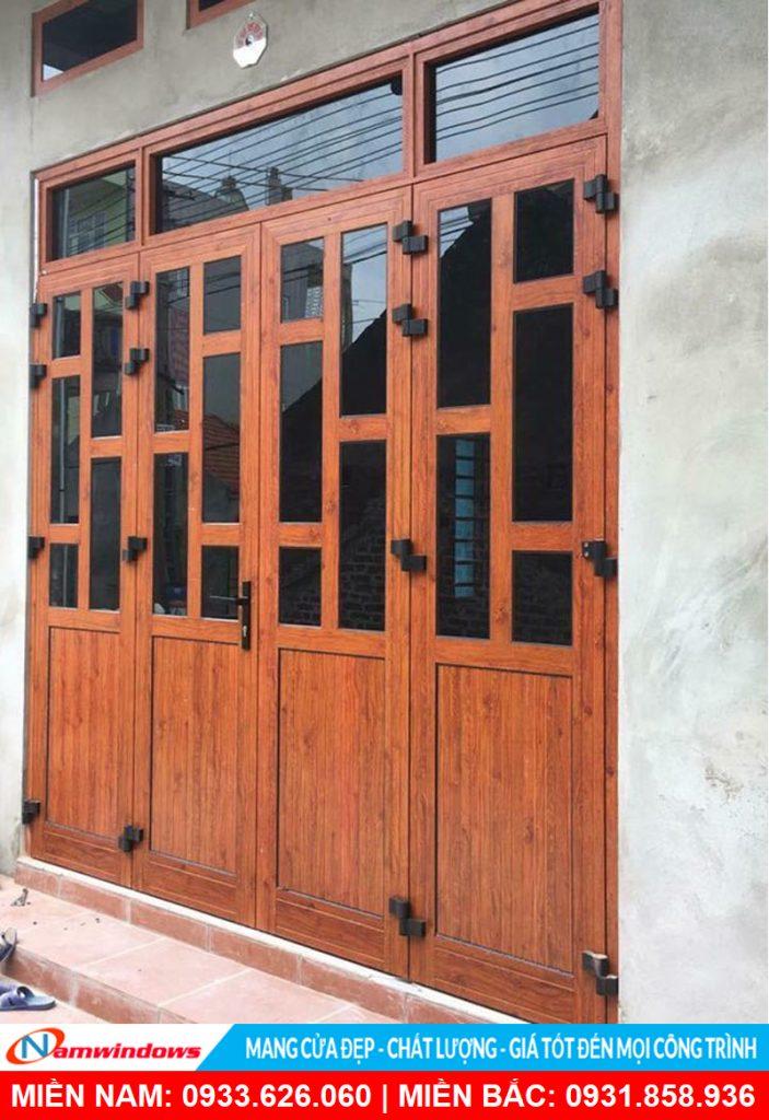 Mẫu cửa đi 4 cánh nhôm xingfa vân gỗ chia đố to an toàn toàn chống trộm