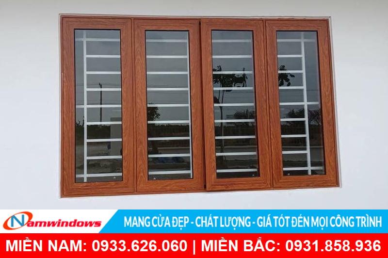 Mẫu cửa sổ mở quay 4 cánh nhôm xingfa vân gỗ đẹp