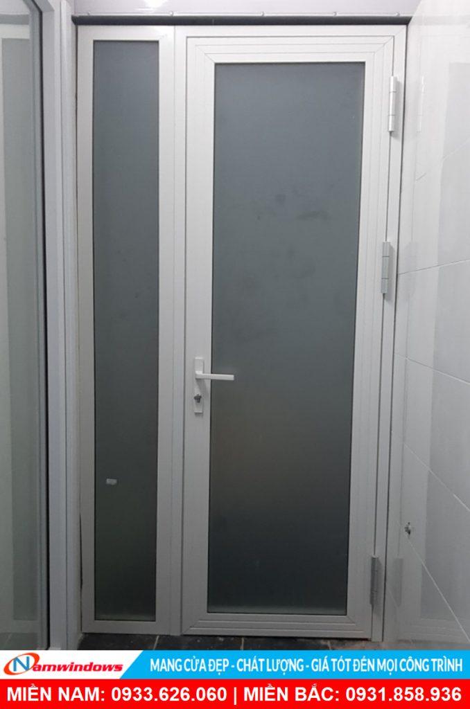 Mẫu cửa đi 1 cánh nhôm xingfa kết hợp vách