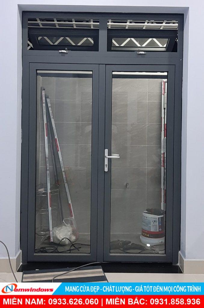 Mẫu cửa đi 2 cánh nhôm xingfa có fix