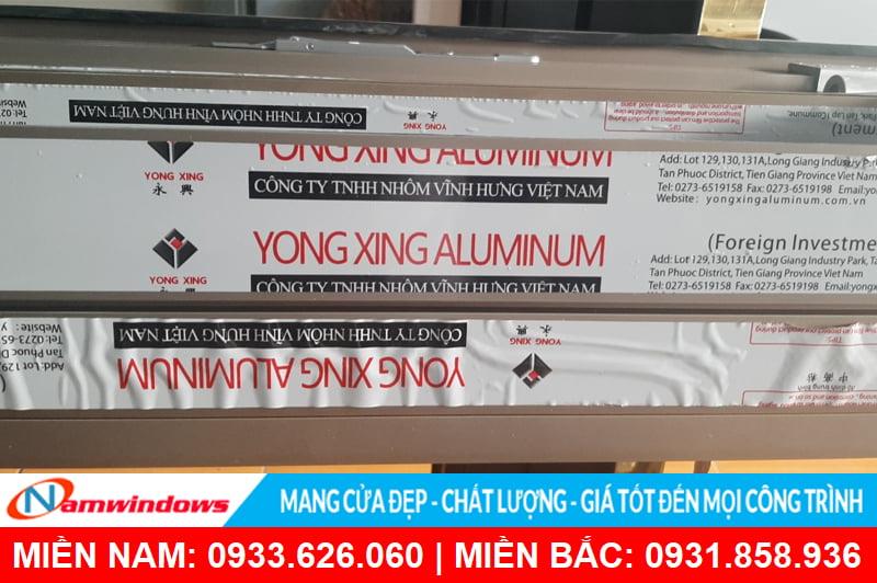 Nhận dạng nhôm Yongxing qua logo và ngoại hình