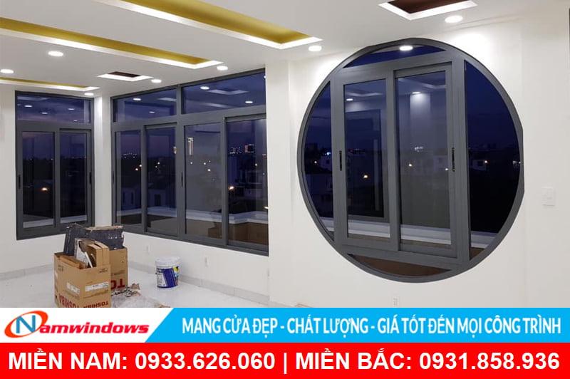 Mẫu cửa sổ lùa 2 cánh nhôm kính uốn tròn
