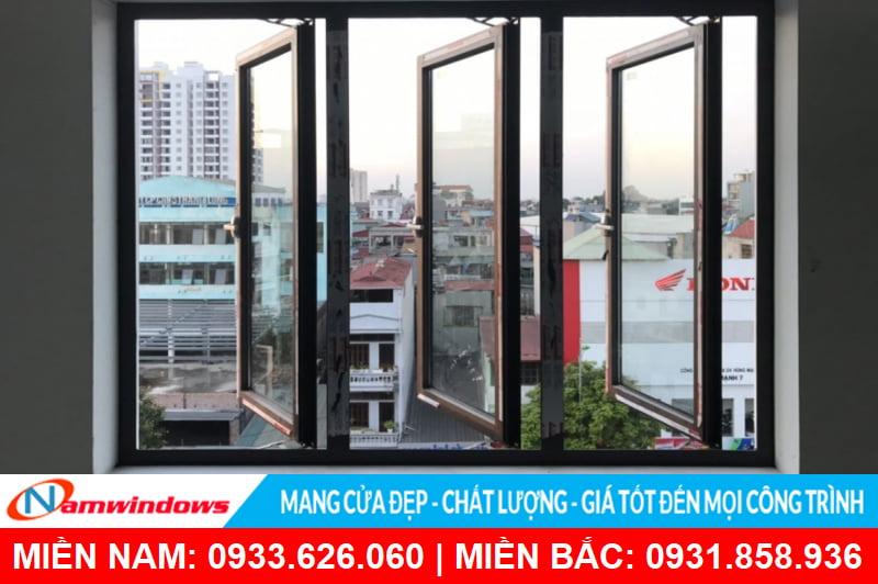 Cửa sổ mở quay 3 cánh nhôm kính