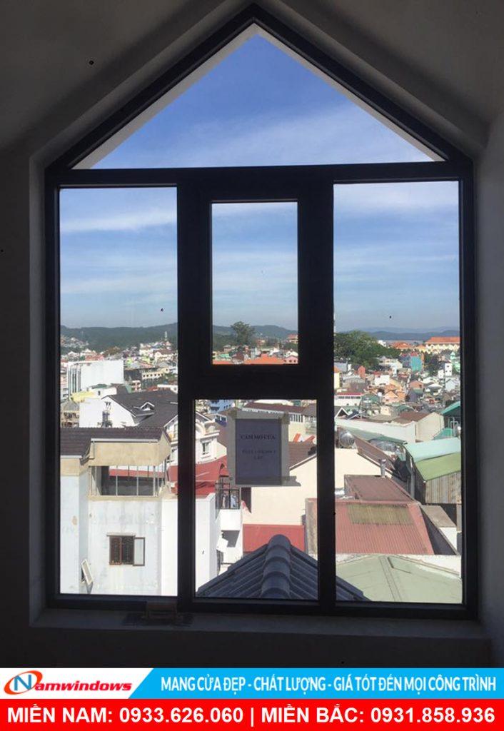 Mẫu cửa sổ mở hất tạo hình khung nhôm có hình độc đáo