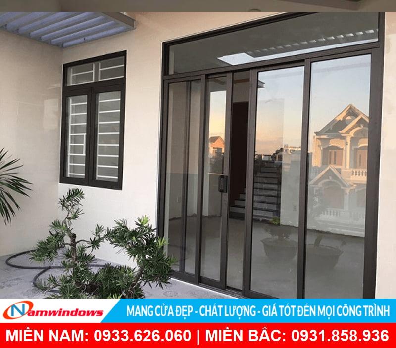 Mẫu cửa lùa 4 cánh nhôm kính thích hợp mọi công trình từ: Nhà phố, biệt thự, resort,...