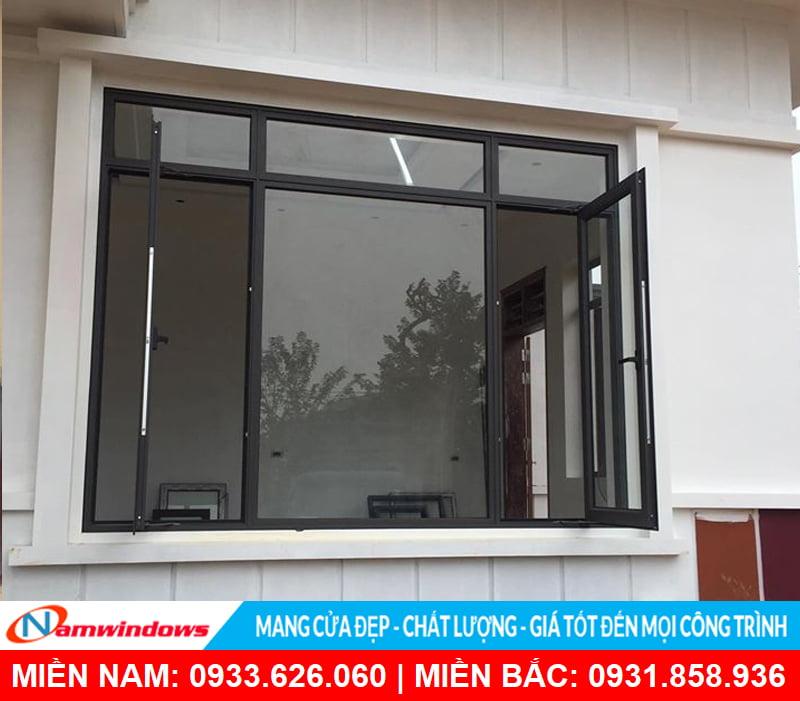 Cửa sổ 2 cánh nhôm xingfa kết hợp vách kính cố định chính giữa