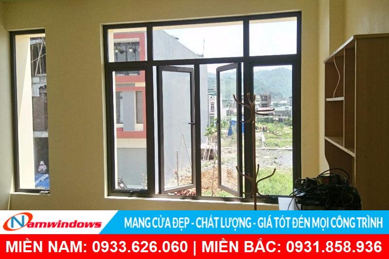 Cửa sổ mở quay 4 cánh nhôm kính