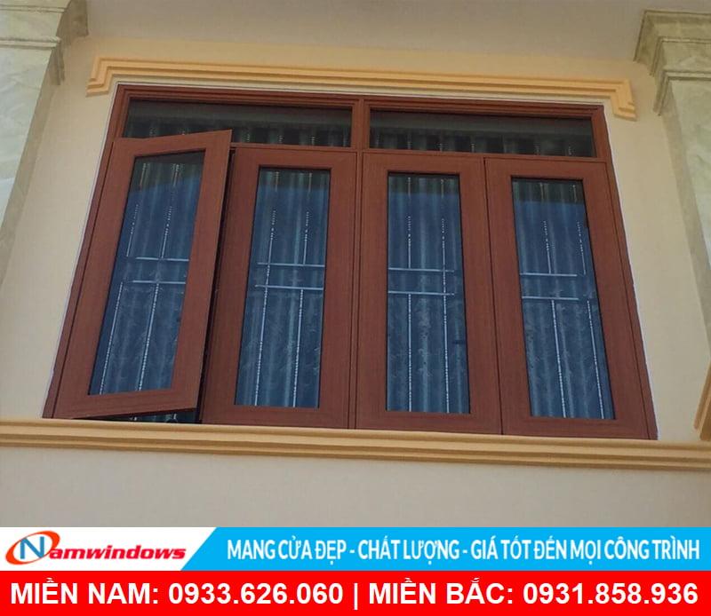 Cửa sổ mở quay 4 cánh nhôm xingfa vân gỗ