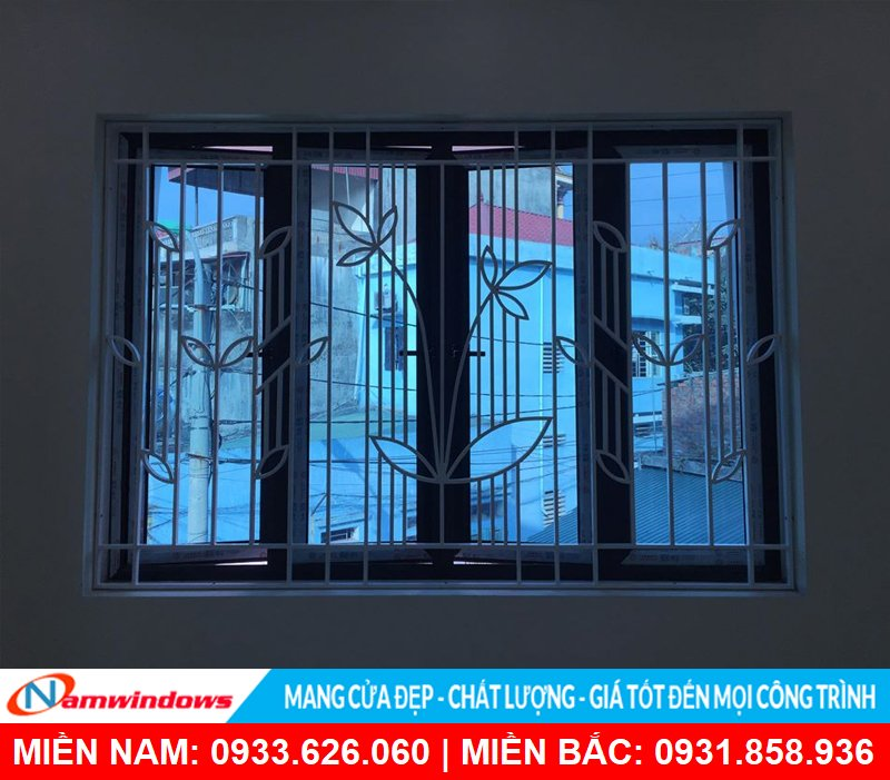 Cửa sổ mở quay 4 cánh nhôm xingfa kết hợp khung sắt trang trí