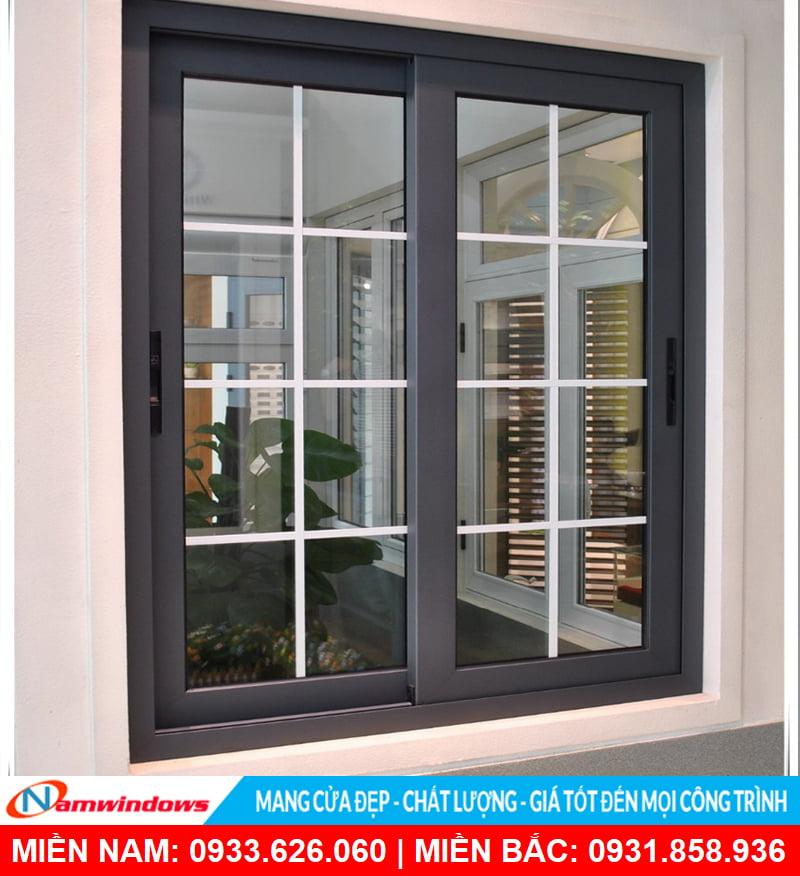 Mẫu cửa sổ 2 cánh có nan nhôm trang trí