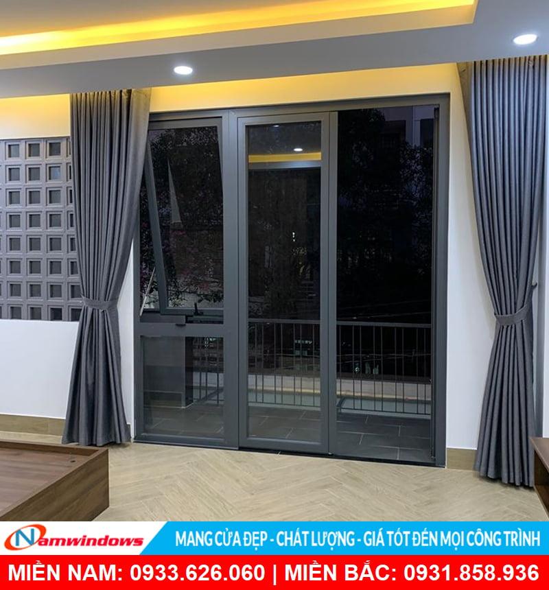 Cửa đi 2 cánh nhôm xingfa kết hợp cửa sổ mở hất