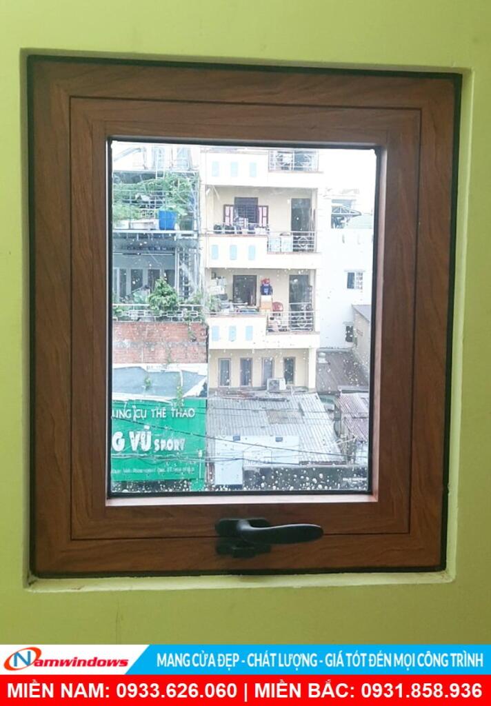 Cửa sổ mở hất nhà vệ sinh
