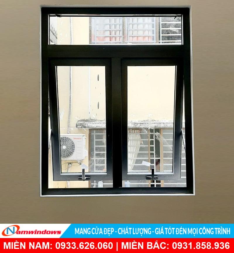 Cửa sổ mở hất an toàn và tiện lợi cho nhà cao tầng