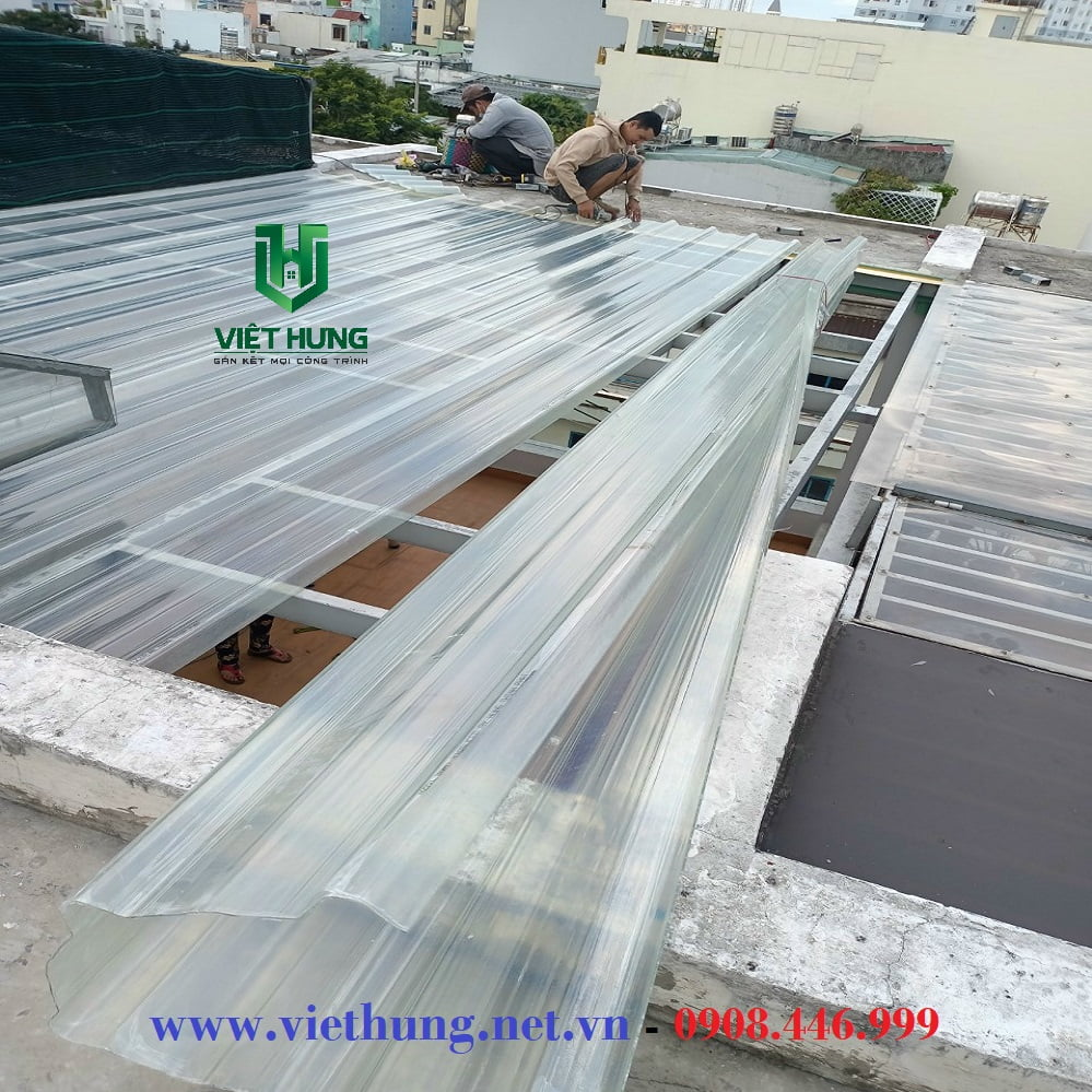Thi công mái lấy sáng bằng tôn nhựa sợi thủy tinh Composite